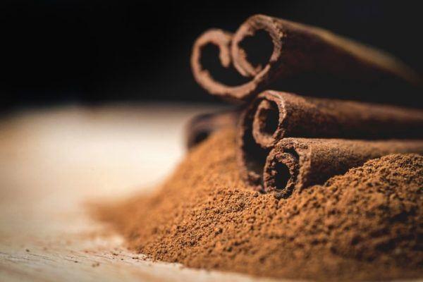 Los beneficios de la canela sabor y salud pequeno tubo