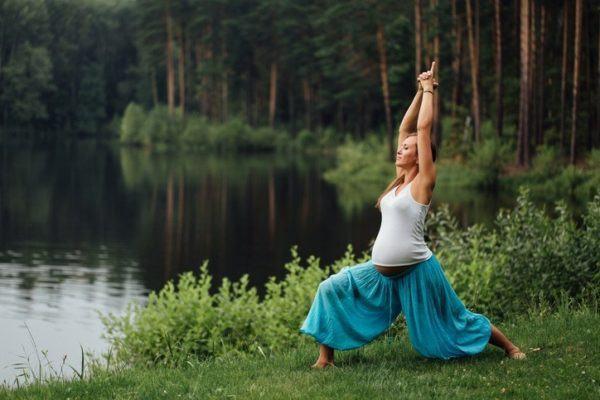 Beneficios del yoga para adelgazar ejercicios abdomen y muslos