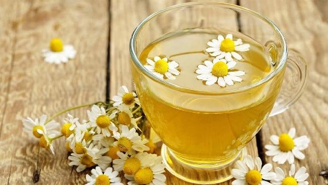 remedios-caseros-para-el-dolor-de-garganta-te-de-manzanilla