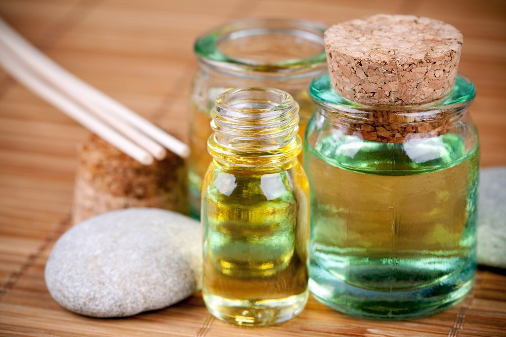 aceite-de-calofilo-usos-propiedades-y-beneficios-tarros-de-aceite