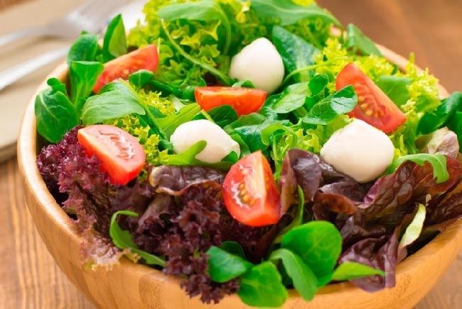lechuga-morada-beneficios-y-propiedades-medicinales-ensalada-de-lechuga-morada