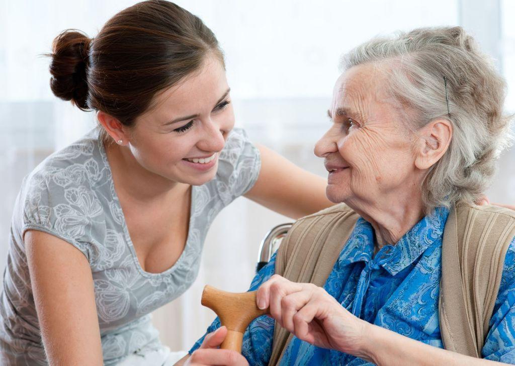 remedios-naturales-para-el-alzheimer-hierbas-e-infusiones-paciente-y-cuidadora