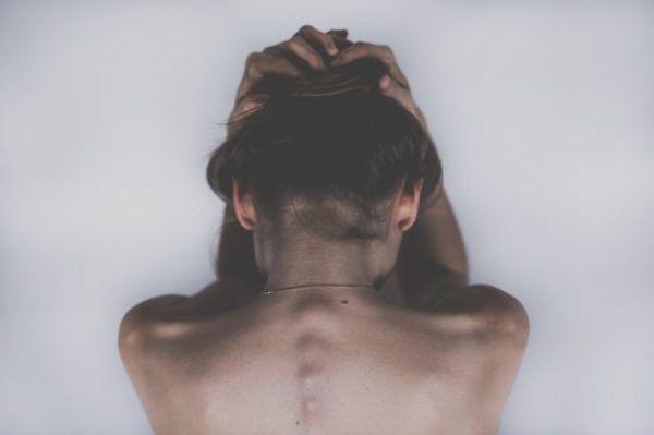 causas-y-soluciones-del-dolor-de-cabeza-problemas-hepaticos