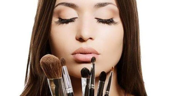 como-prevenir-la-alergia-al-sol-evitar-maquillaje
