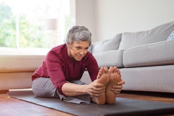 Estiramientos para personas mayores en casa consejos