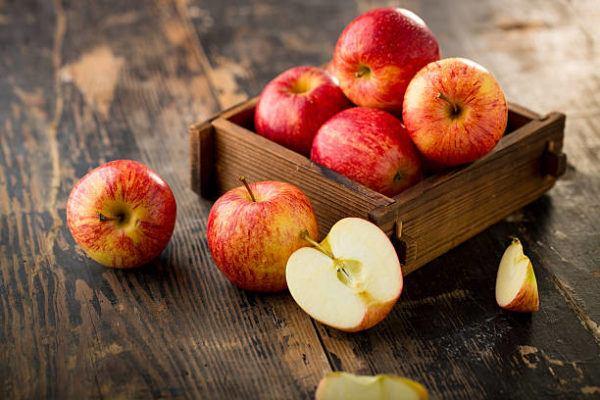 Alimentos que nos ayudan a combatir la celulitis este verano manzanas