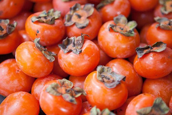 Los alimentos que nos ayudan a cuidar el cuerpo en otoño caquis