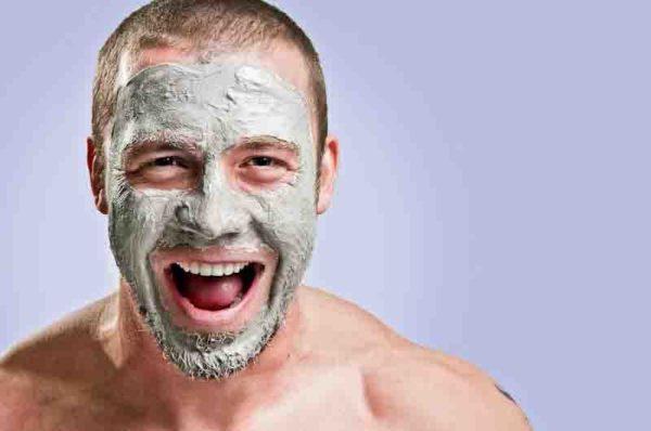 limpieza-facial-en-el-hombre-limpieza-facial