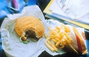 La adicción a la comida rápida puede comenzar dentro del útero materno