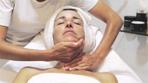 rosa-mosqueta-beneficios-y-propiedades-Tratamiento-para-la-piel-seca