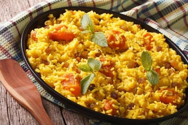 todo-sobre-el-arroz-cual-es-el-mejor-valor-nutricional-y-como-cocinarlo-plato-con-arroz