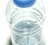Bebe salud: beneficios de tomar agua