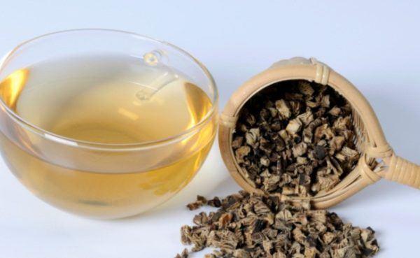 black-cohosh-propiedades-y-beneficios-de-la-planta-para-menopausia-y-cancer-de-mama-infusion