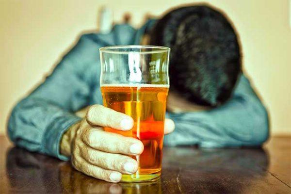 alcoholismos-causas-y-tratamiento-cerveza