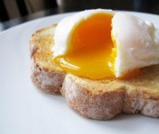 Comer un huevo diario ¿es bueno o malo?
