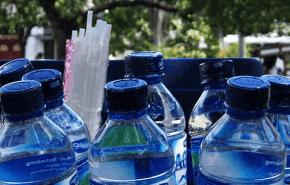 Envases de plástico de las botellas de agua, serían contaminantes