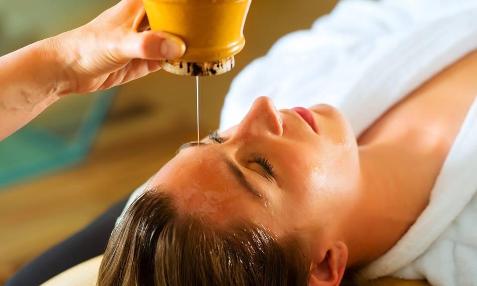Las-10-terapias-alternativas-más-populares-que-debes-conocer-ayurveda-acupuntura-acupresión-aromaterapia-biofeedback-balneoterapia