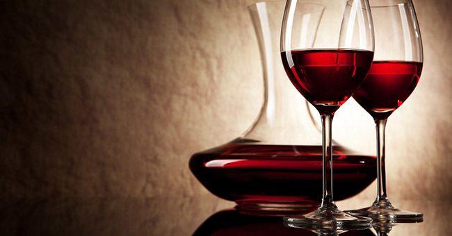 beneficios-del-vino-tinto-beneficios-beber-jarra-de-cristal