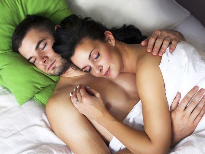 compartir-la-cama-es-malo-para-la-salud-pareja