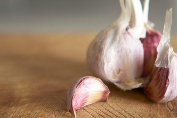 Remedios caseros y naturales para la ciatica ajo con agua tibia