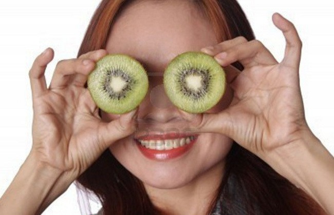Remedios-caseros-para-las-bolsas-de-los-ojos-pepino