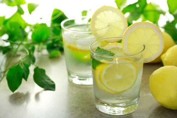 los-mejores-remedios-para-controlar-los-gases-rapidamente-zumo-de-limon