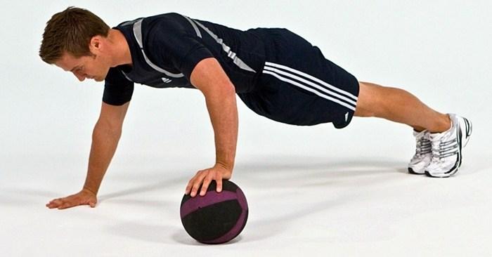 flexiones-de-brazos-ejercicios-para-rutinas-de-entrenamiento-con-balon