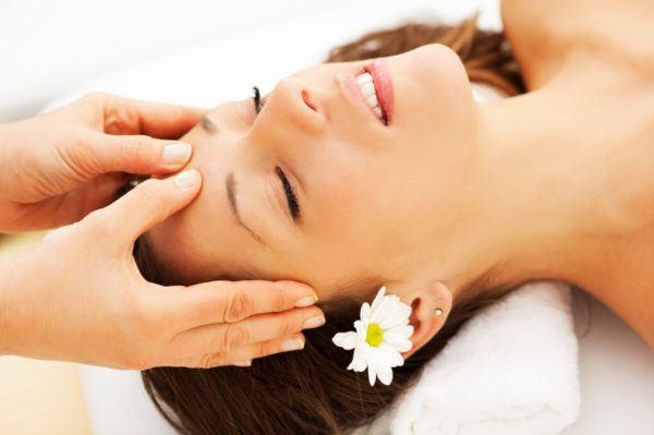 remedios-caseros-para-el-dolor-de-cabeza-masajear-la-zona