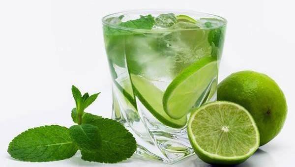 Cómo tomar agua con limón en ayunas-consejos