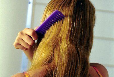 La máscara para el refuerzo de los cabello y las raíces