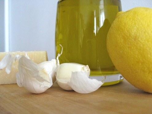 aceite-de-ajo-con-aroma-de-limon