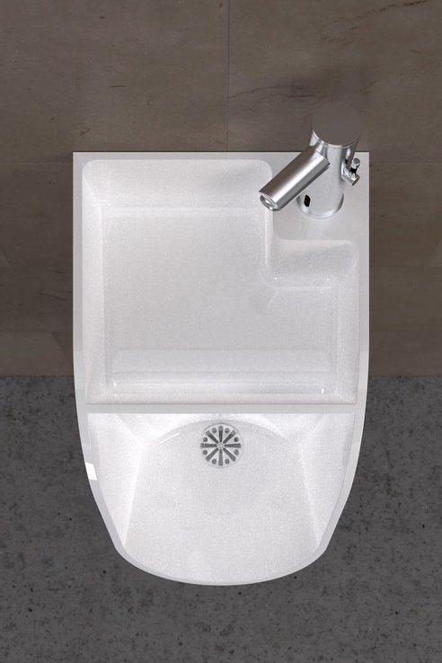 hombres-lavar-manos-ir-baño-2