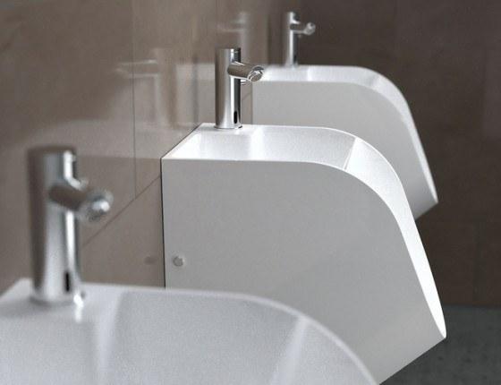 hombres-lavar-manos-ir-baño