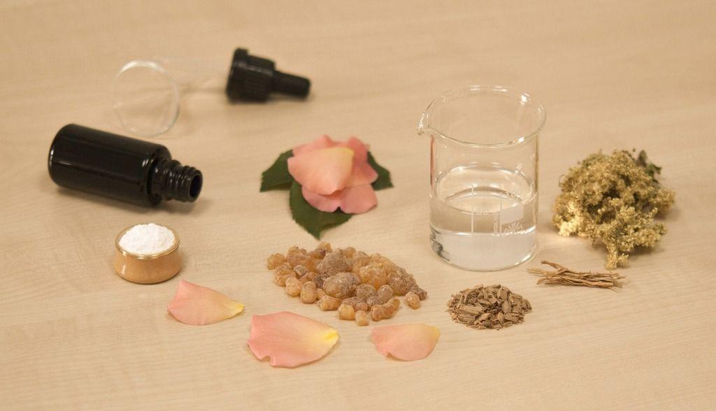 Aromaterapia-Egipcia-Que-es-y-en-que-se-basa-la-aromaterapia-egipcia-petalos