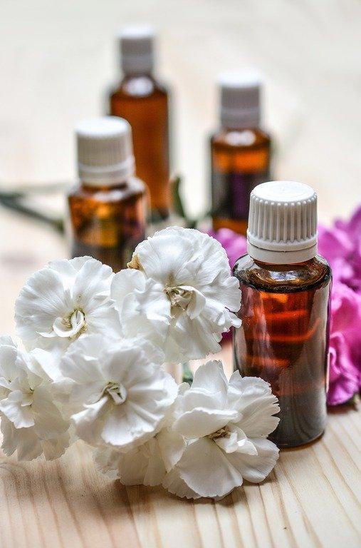 Aromaterapia-Egipcia-Que-es-y-en-que-se-basa-la-aromaterapia-egipcia-flascos
