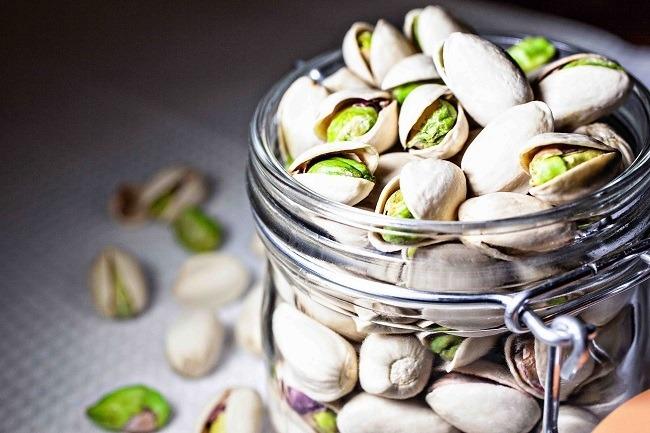pistachos-propiedades-y-beneficios-tarro-de-pistachos