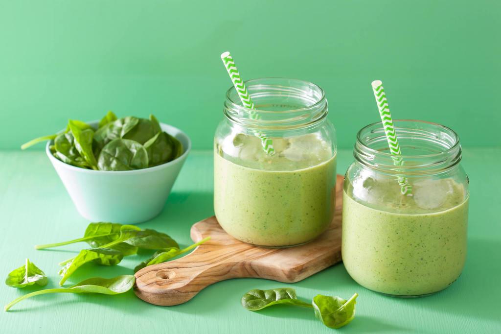 vitaminas-que-previenen-el-sindrome-premenstrual-batido-verde
