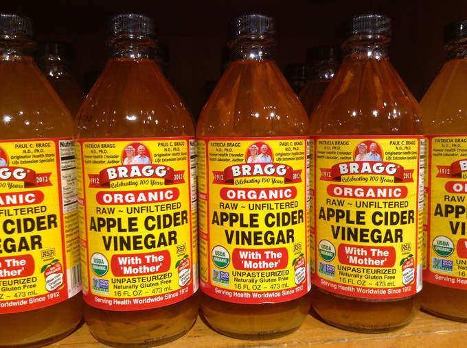 vinagre-de-manzana-propiedades-beneficio-y-como-tomarlo-botellas-de-vinagre
