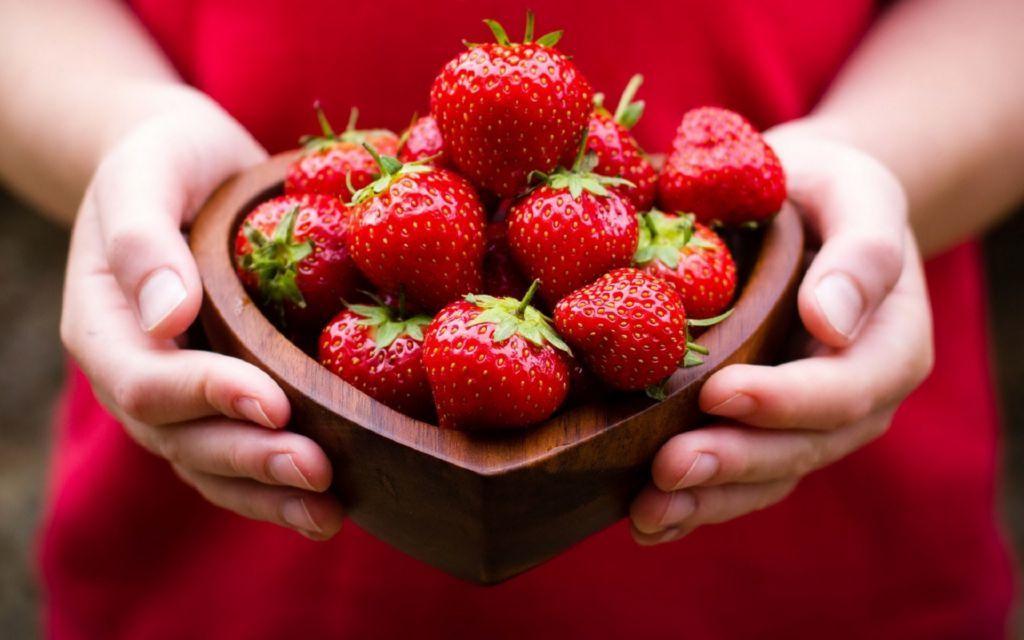 diez-alimentos-que-nos-ayudan-a-ser-mas-felices-fresas