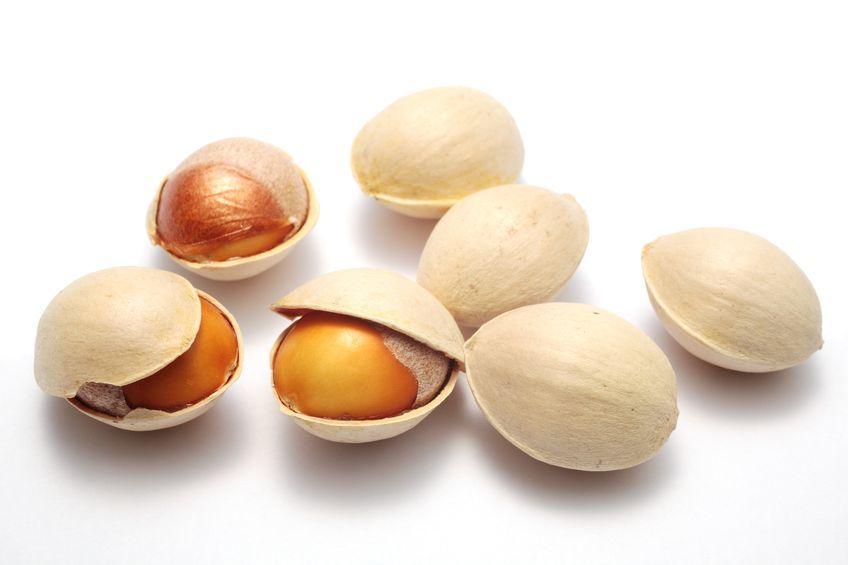 las-nueces-de-gingko-propiedades-y-beneficios-en-cascara