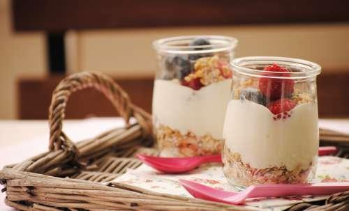 un-buen-desayuno-ayuda-a-bajar-de-peso-yogurt