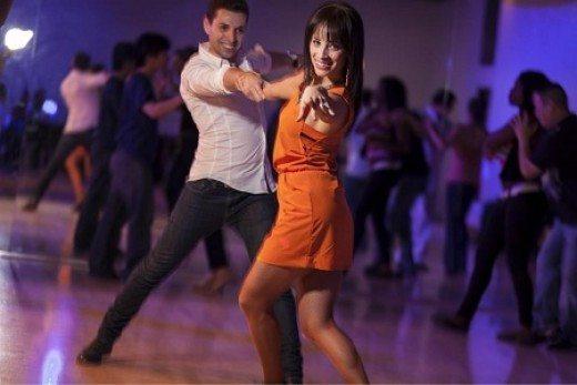 Mujeres bailando y besandose en ropa interior - 2 part 10