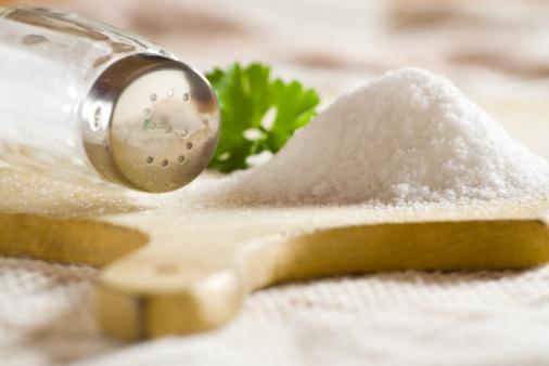como-hacer-sal-marina-de-forma-casera-sal-de-hierbas-con-infusion