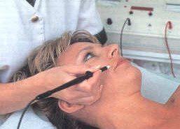 """El """"maquillaje permanente"""" puede causar alergias severas"""