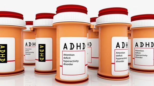 Como tratar el Trastorno de por deficit de atencion e hiperactividad TDAH tratamiento con farmacos