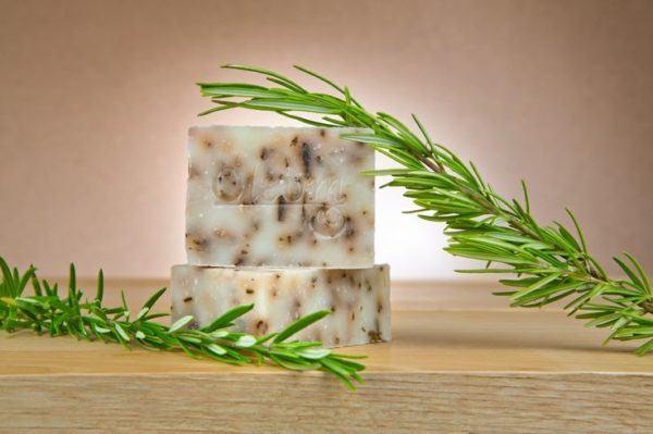 como-hacer-jabon-casero-de-hierbas-aromaticas
