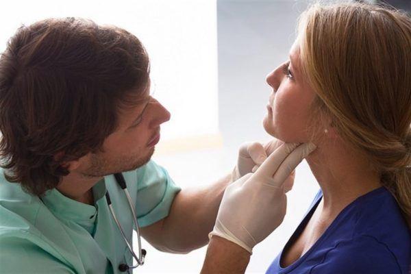 como-curar-las-anginas-sintomas-y-causas-medico