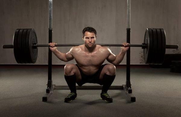 como-engordar-de-manera-saludable-levantar-peso