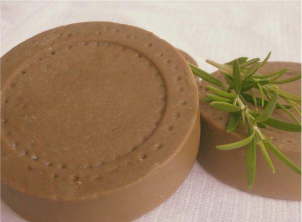 tratar-metodos-naturales-una-contractura-cervical-aceite-romero-arcilla-verde