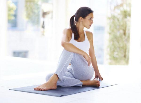 los-mejores-ejercicios-para-reforzar-la-espalda-yoga